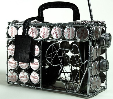 http://wirelessdigest.typepad.com/photos/uncategorized/bottletopbag.jpg